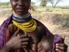 kenya-cette-jeune-mere-turkana-a-le-sourire-l-agriculture-de-son-village-est-soutenue-par-le-world-food-program